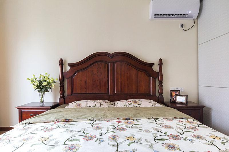 145平米美式三居室卧室床品陈列