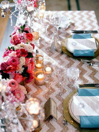 婚礼餐桌布置摆放图片