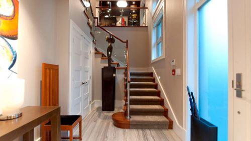 带楼梯的客厅装修效果图 家装少不了的楼梯创意设计