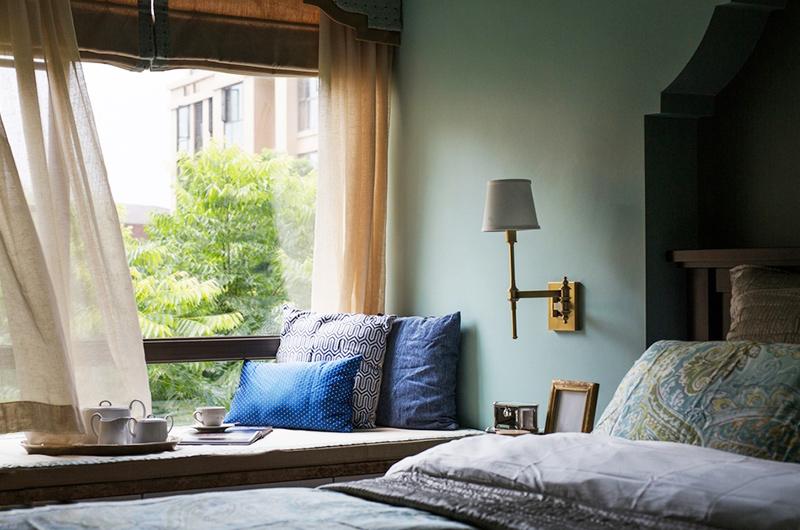 100平美式三居室卧室飘窗装修