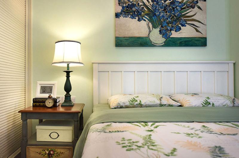 78平美式风格二居卧室台灯图片