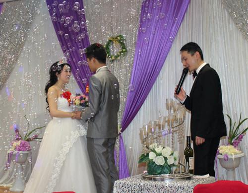 婚礼�y�-��ފӞj��_新婚典礼主持词推荐 2017创意婚礼主持词