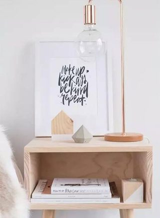 木质卧室简易床头柜装修装饰效果图