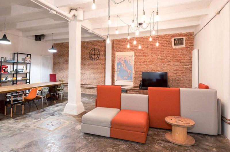 阁楼旧房改造装修客厅沙发图片