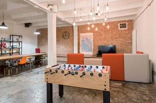 工业风格阁楼旧房改造装修 复古与现代并存3/10