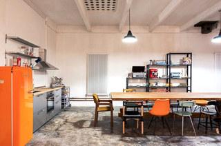 工业风格阁楼旧房改造装修 复古与现代并存4/10