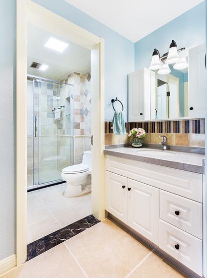 135平米现代美式卫生间图片大全