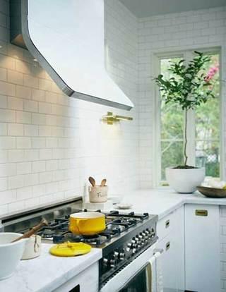 没有吊柜的厨房  10个收纳型厨房装修效果图1/10