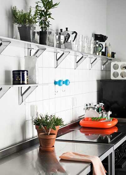 极简风收纳型厨房效果图