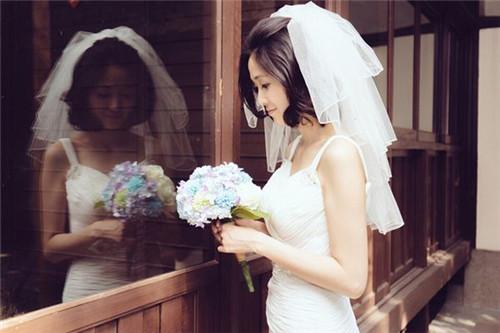 打理简单,而且短发拍出来的婚纱照效果也不比长发的差,那 婚纱照短发图片