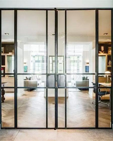 玻璃铁框门隔断装修设计