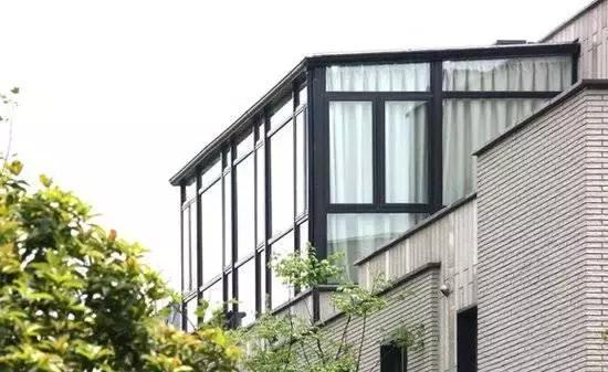 设计风格多变,功能也越来越多,有很多人想把自己家露台改造成阳光房