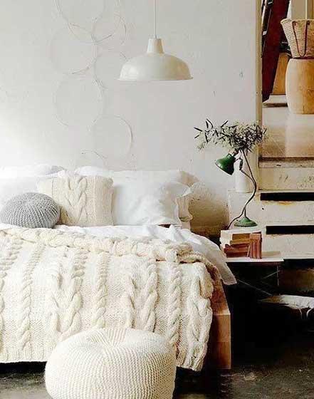 白色卧室床尾凳图片