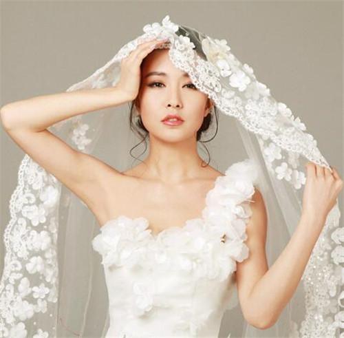 新娘头纱佩戴有什么技巧 头纱要用什么固定住图片