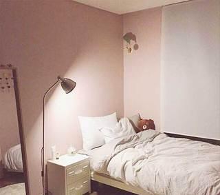 女生卧室床头柜平面图