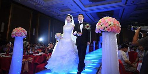 婚礼现场新郎新娘跳神曲 Sugar ,幸福哭图片