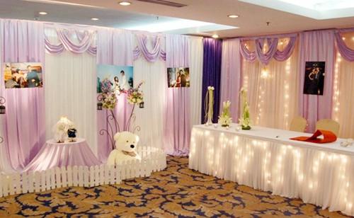 婚礼迎宾海报尺寸多大合适 新人怎样选择婚礼迎宾海报