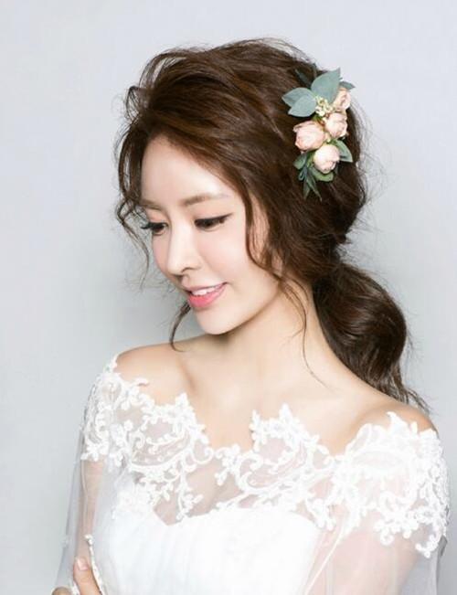 婚礼发型图片欣赏 2017流行的长发新娘造型