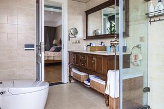 178平美式风格四居主卫生间设计