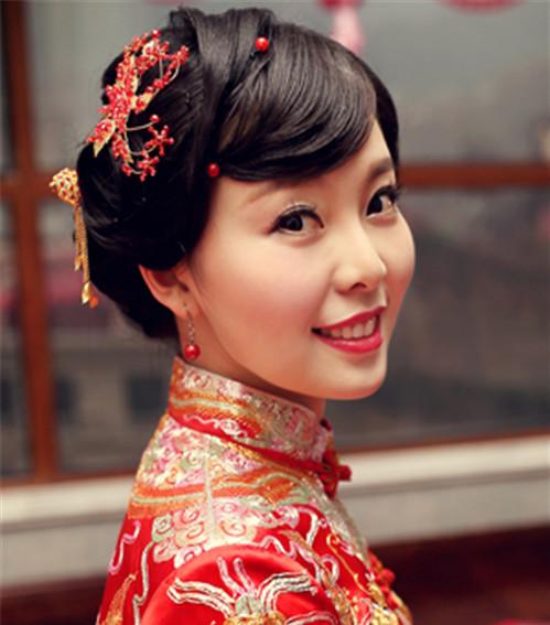 新娘中式发型图片2017 新娘龙凤褂搭怎样的发型好看图片