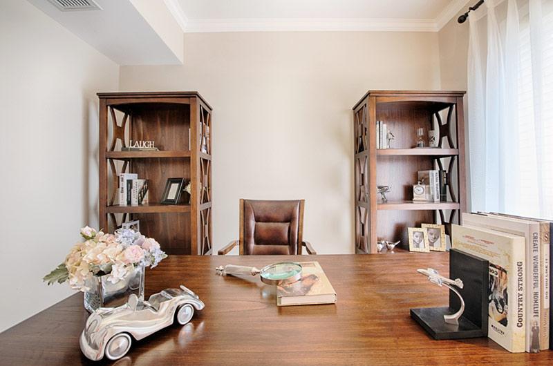 260平美式复式楼木质书桌图片