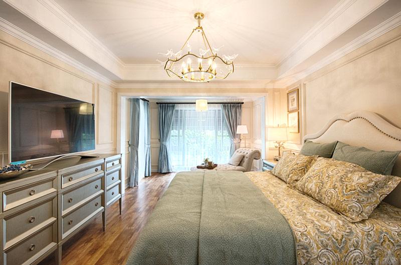 260平美式复式楼卧室吊顶装修