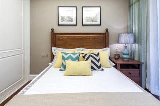 89平美式风格三居卧室背景墙装饰画