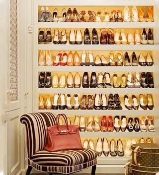 衣帽间鞋柜摆放图