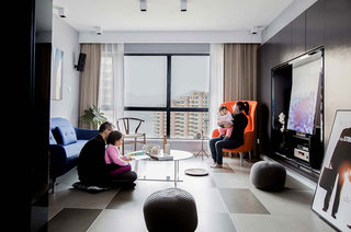 150平简约风格三居客厅地板装修