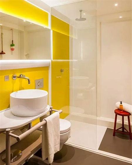 清爽黄色卫生间背景墙装修