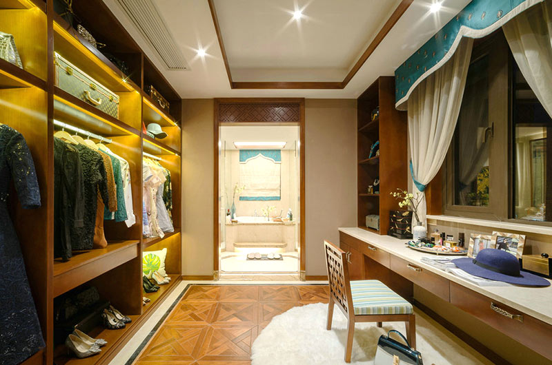 300平东南亚风格别墅衣帽间图片