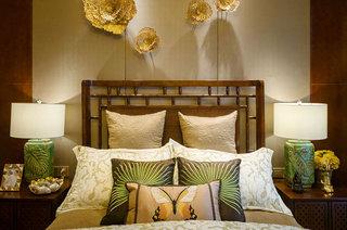 300平东南亚风格别墅卧室床头软包