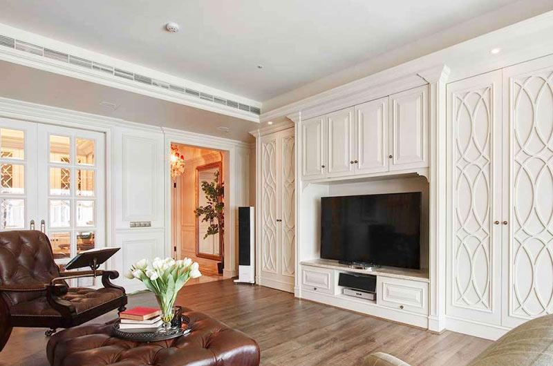 法式风格三居室木地板装修