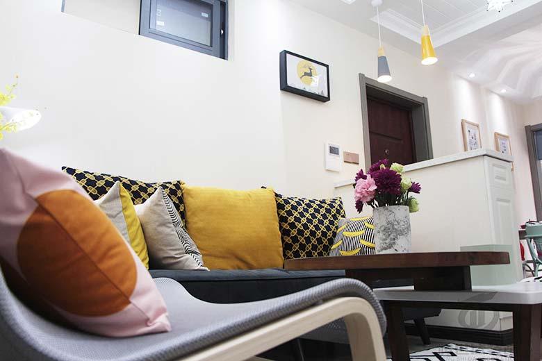 北欧风格两居室沙发摆放图