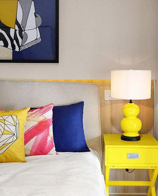 小户型复式装修卧室台灯图片