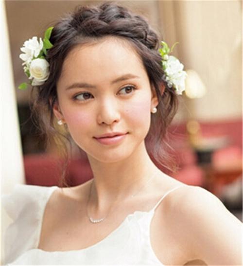 脸大的新娘适合什么发型 如何打造新娘瘦脸发型
