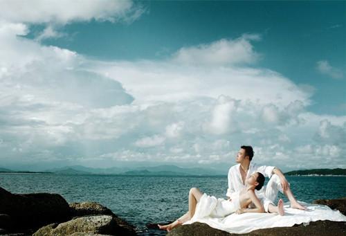 材质轻盈,拍海景婚纱照是要在海边行走的,要是遇上一些需要攀爬的礁石