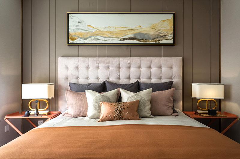 125平中式风格样板房卧室床头软包
