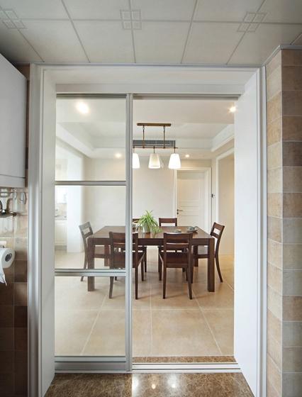 简美风格四居室装修餐厅实木餐桌图片