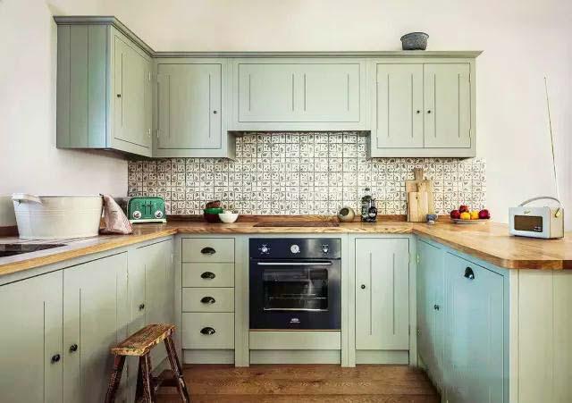 绿色系厨房布置摆放图