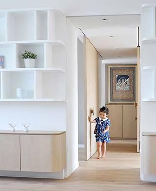 现代简约两居室过道实景图