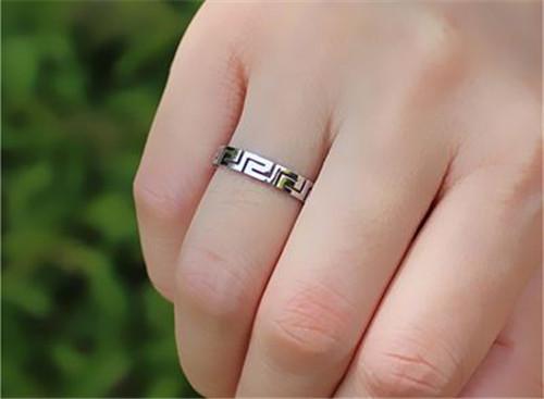 男士戒指的戴法和意义 戴错可是会让人误会哦图片