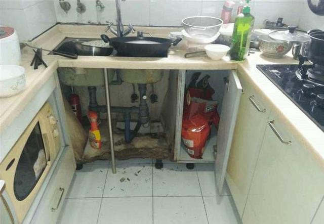 水槽下面又湿又脏怎么办?