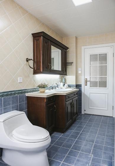 10万半包三居室装修卫生间装修