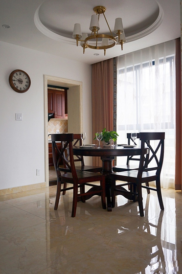 40万搞定三室两厅装修实木餐桌图片