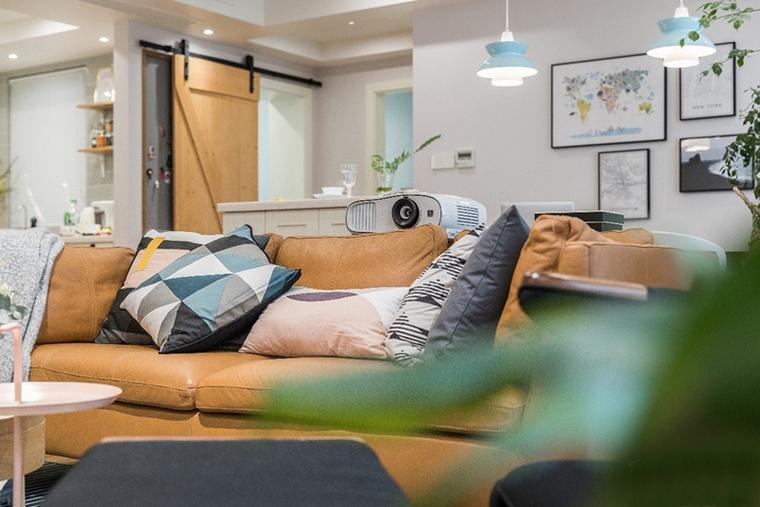130平现代北欧风格装修客厅真皮沙发图片