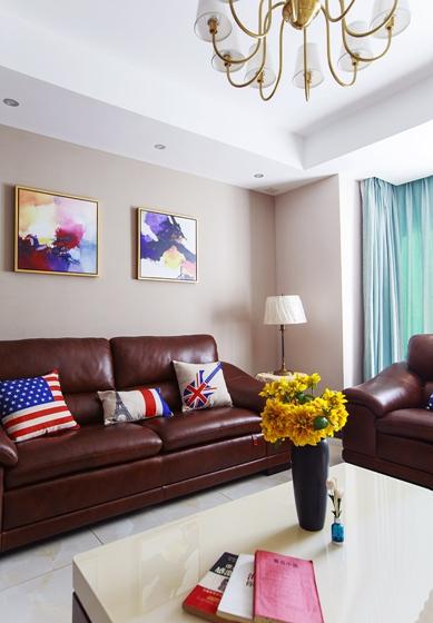 现代简约风格两居室装修真皮沙发图片