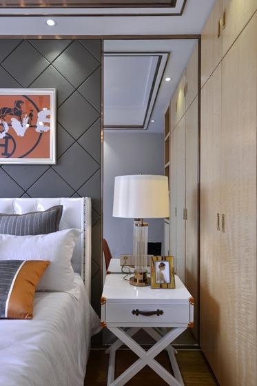 80平法式风格装修床头柜图片