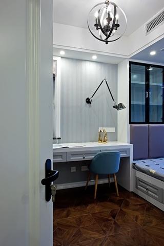 130平三居室装修样板间写字台图片
