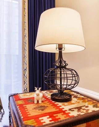 170平大户型装修客厅台灯